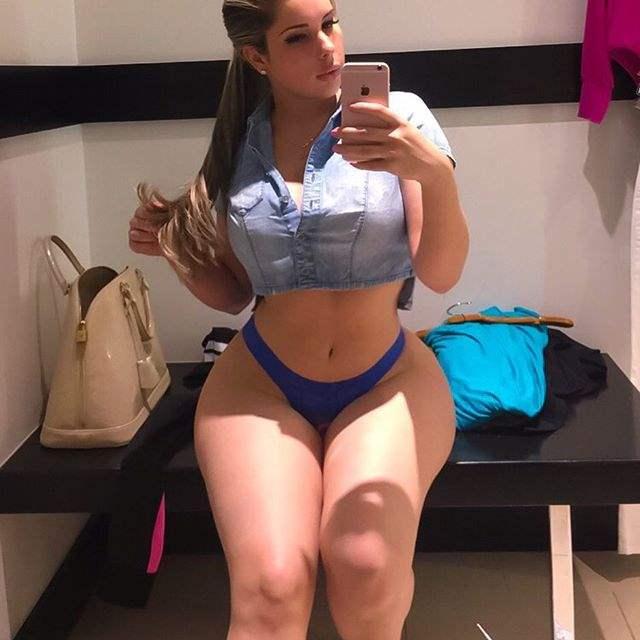 fazendo selfie de calcinha azul