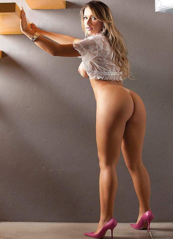 Loira rabuda e gostosa Rafaela Ravena pelada em fotos nuas 010