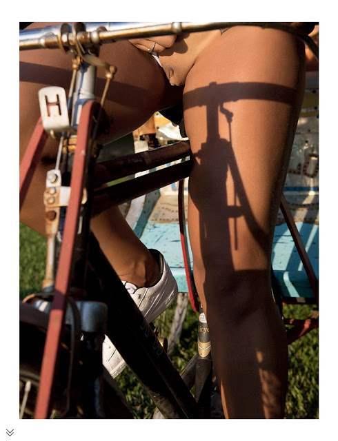 Loira rabuda e gostosa Rafaela Ravena pelada em fotos nuas 029