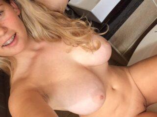Fotos Novinha linda nua mostrando sua bucetinha raspadinha