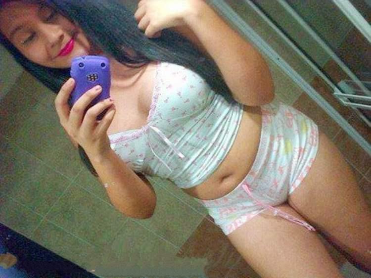 Novinhas Brasileiras de shortinho curto em fotos amadoras