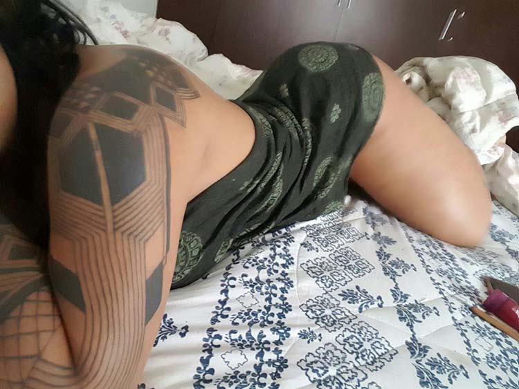 Mulher cavala nua - India Ayara nua pelada em fotos amadora