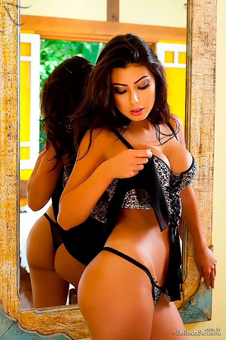 Morena linda de corpo perfeito 33