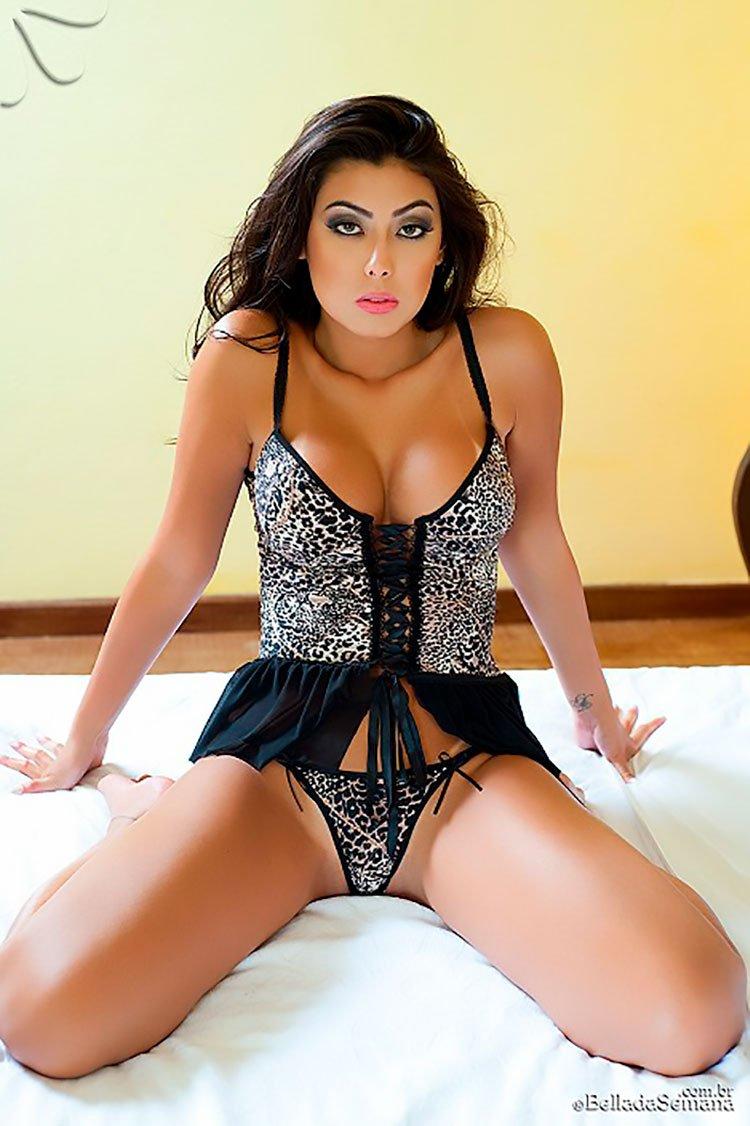 Morena linda de corpo perfeito 35