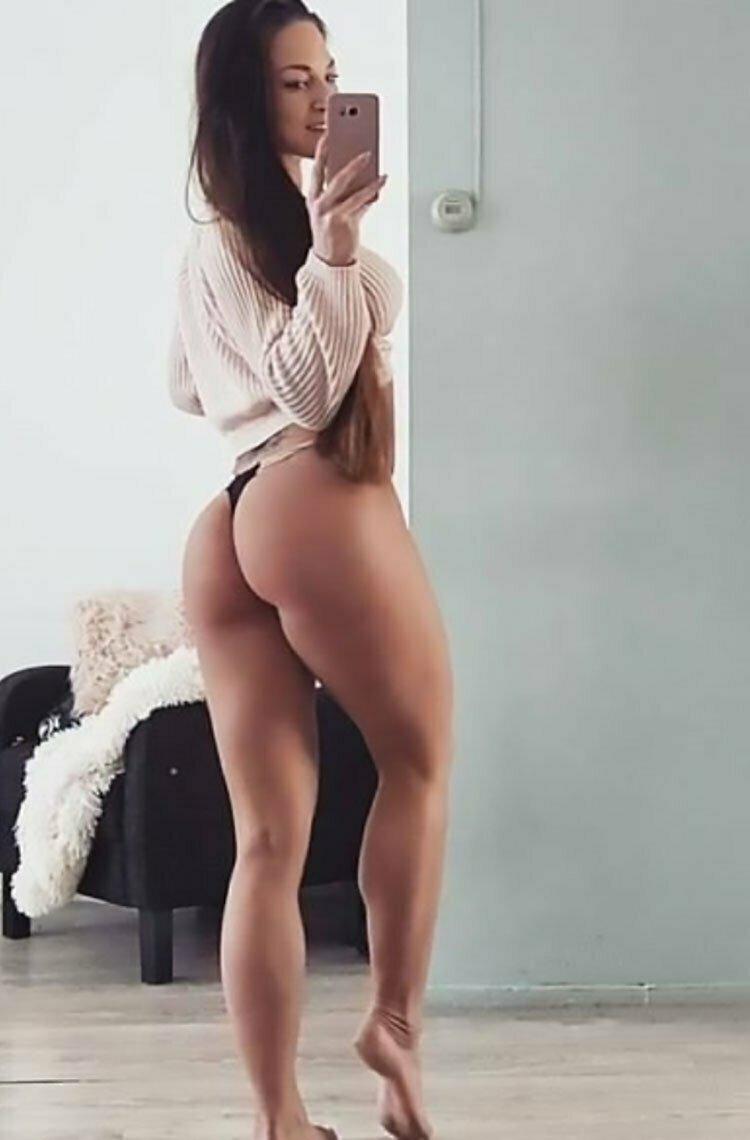 33 Selfies Sexy com mulheres gostosas rabudas 002