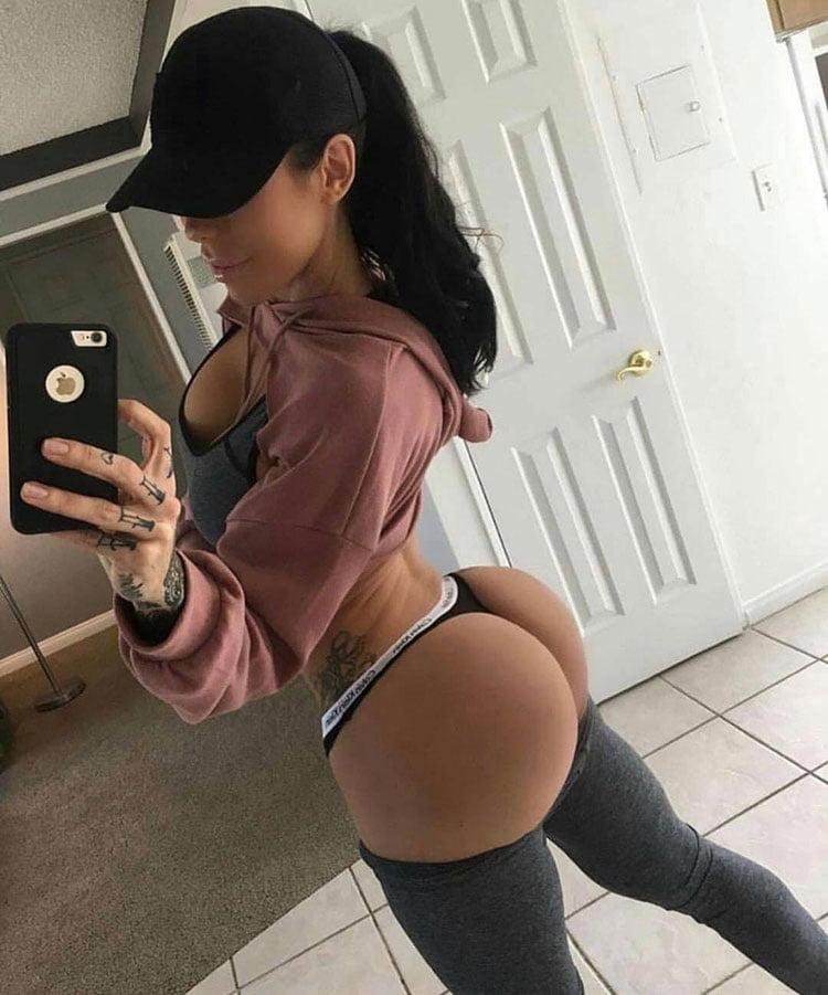 33 Selfies Sexy com mulheres gostosas rabudas 005