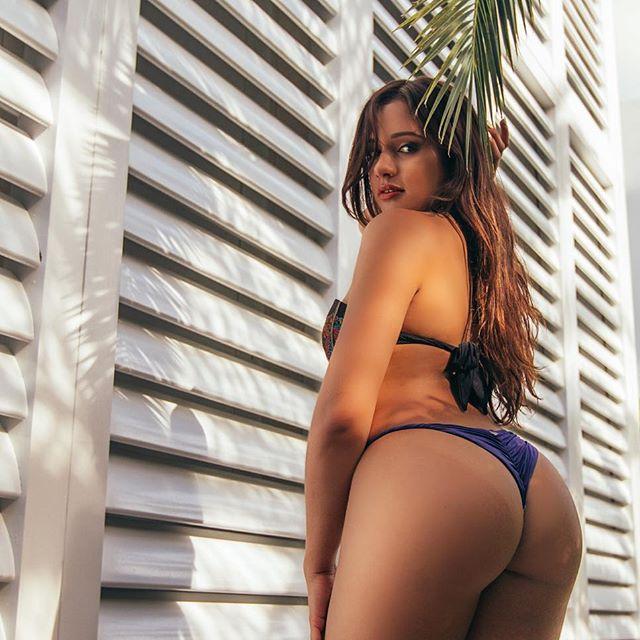Ashley Ortiz novinha rabuda de biquíni 014