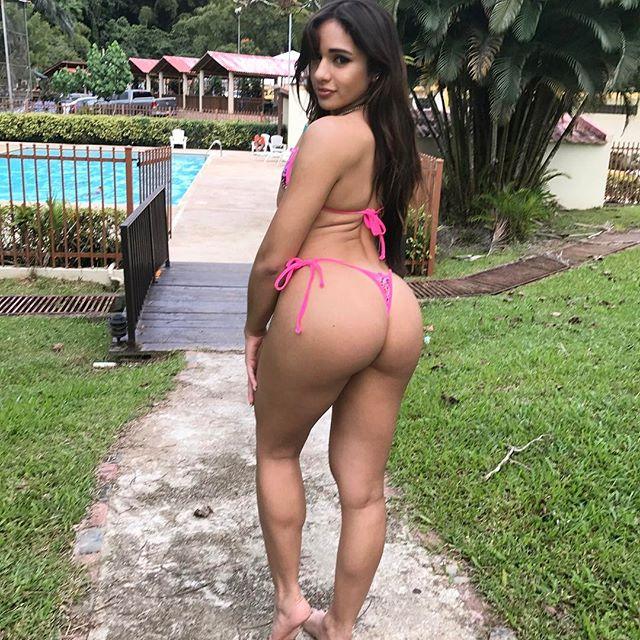 Ashley Ortiz novinha rabuda de biquíni 030