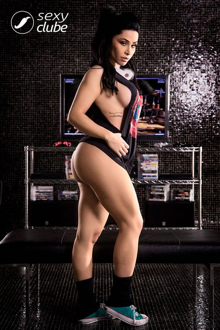 Gamer gostosa Sammantha Monteiro pelada nua Sexy Clube 014