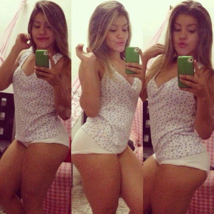 Novinha deliciosa em Selfies sensuais super provocantes