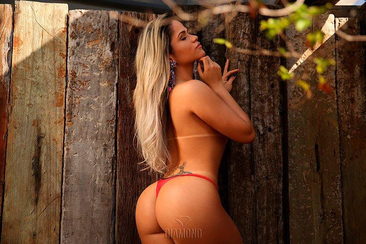 Natália Rios pelada na Diamond Brasil 001