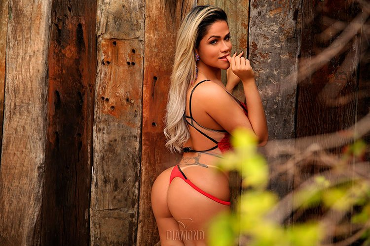 Natália Rios pelada na Diamond Brasil 003