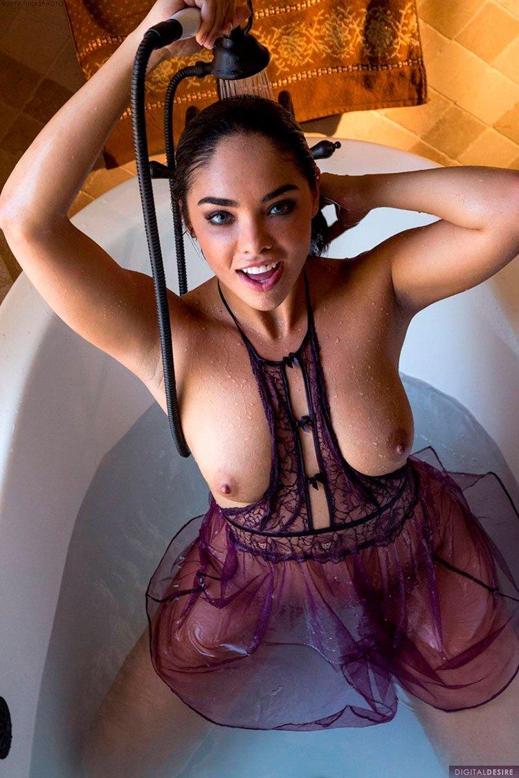 Selena Santana pelada latina gostosa da buceta greluda nua 001