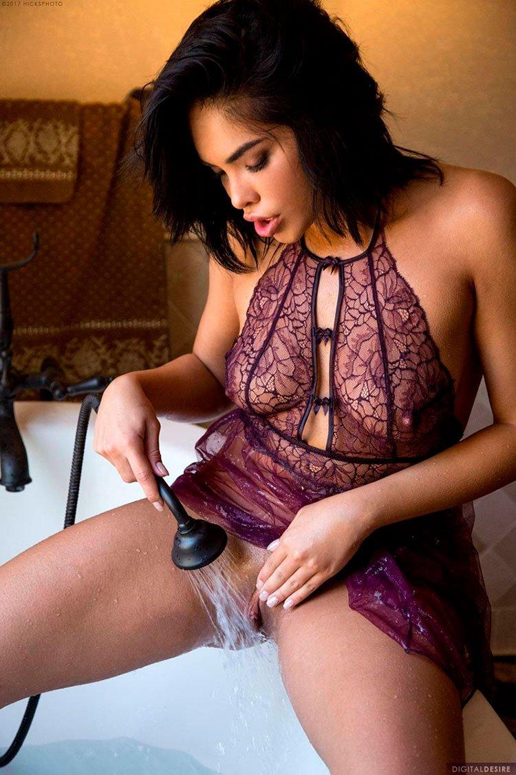 Selena Santana pelada latina gostosa da buceta greluda nua 002