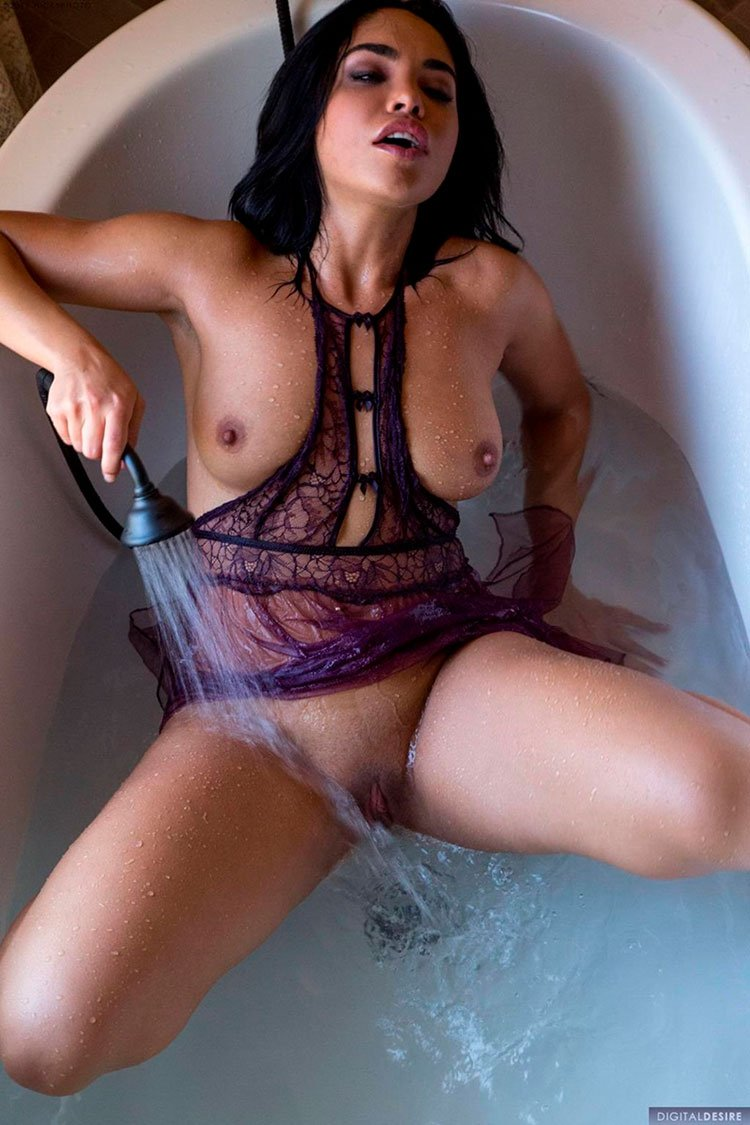 Selena Santana pelada latina gostosa da buceta greluda nua 008