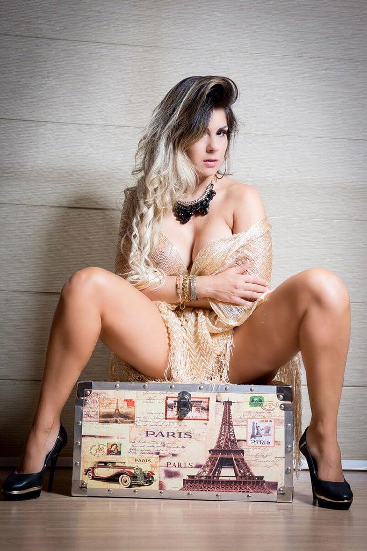 Vanessa Perez ex-bailarina do Faustão nua na Diamond Brazil 012