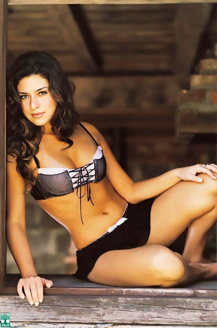 Fernanda Paes leme nua na Playboy mostrando sua buceta linda 001