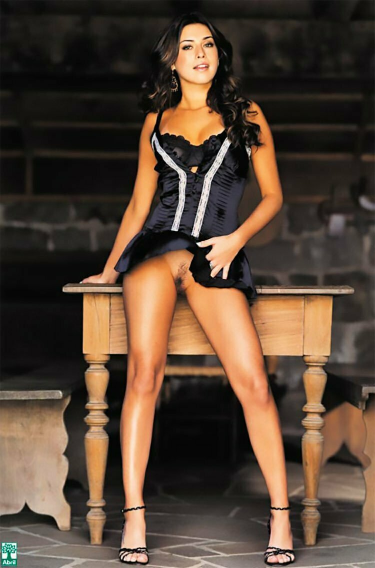 Fernanda Paes leme nua na Playboy mostrando sua buceta linda 010