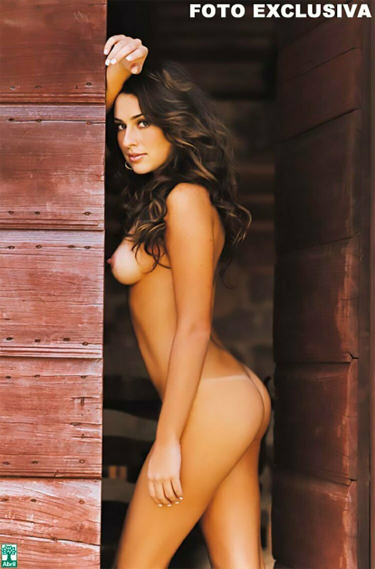 Fernanda Paes leme nua na Playboy mostrando sua buceta linda 016