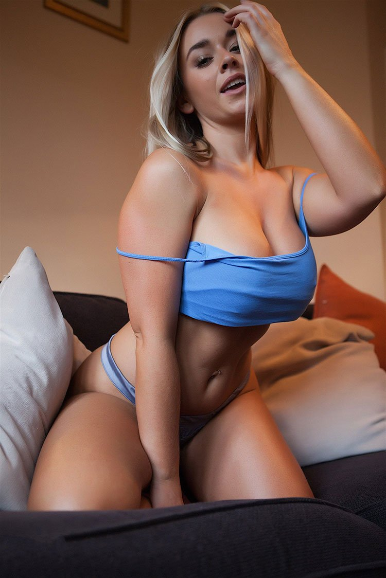 Melissa Debling loira peituda muito gostosa pelada 003