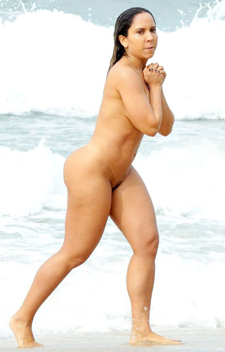 Renata Frisson Nua Fotos da Mulher Melão pelada na Praia 011