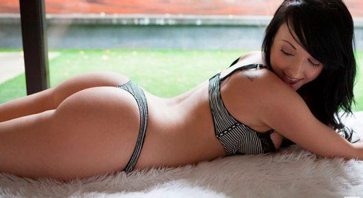 Morena Georgia Harris pelada uma novinha muito tesuda nua