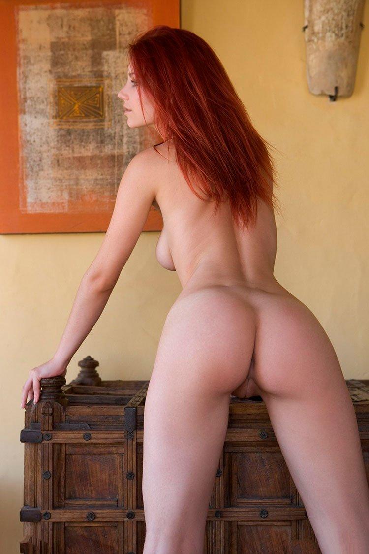 Novinha Ruiva magrinha muito linda e gostosa pelada 002