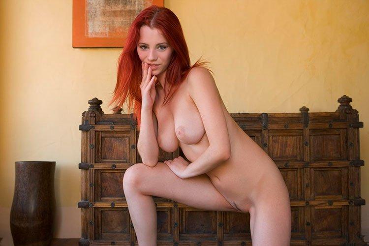 Novinha Ruiva magrinha muito linda e gostosa pelada 004