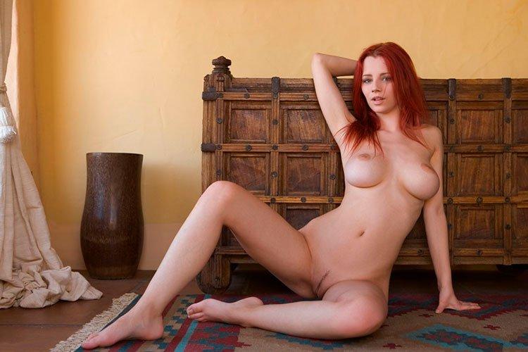Novinha Ruiva magrinha muito linda e gostosa pelada 005