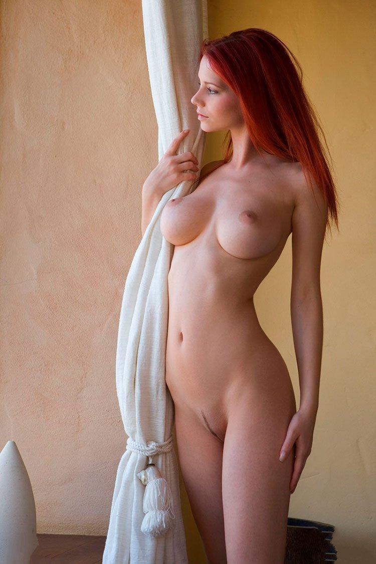 Novinha Ruiva magrinha muito linda e gostosa pelada 007