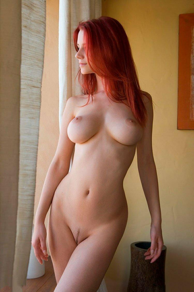 Novinha Ruiva magrinha muito linda e gostosa pelada 009