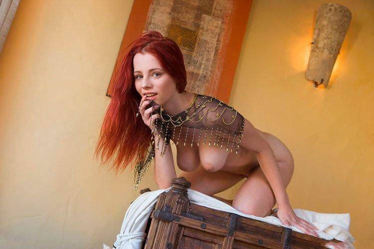 Novinha Ruiva magrinha muito linda e gostosa pelada 011