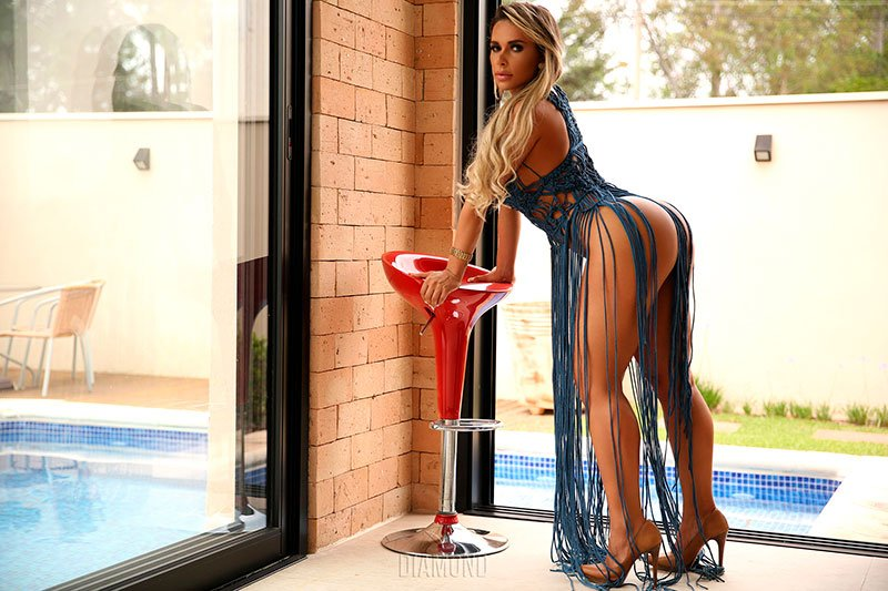 Rafaela Ravena nua pelada na Diamond Brazil
