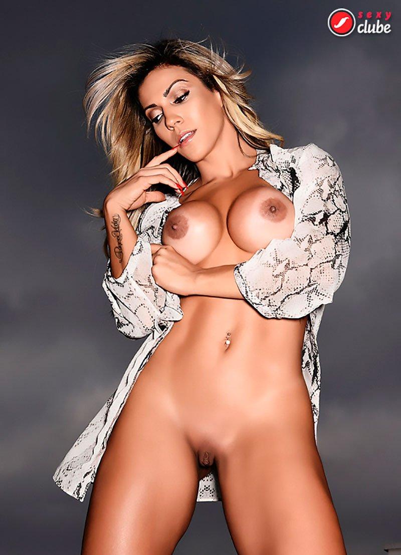 loiras famosas nuas na sexy clube 015