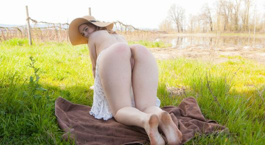 Country Girl gostosa pelada na Fazenda