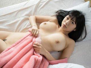 Japonesas gostosas nuas mostrando os peitões em fotos nuas
