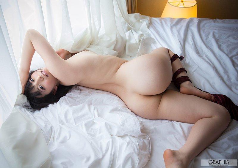 Novinha japonesa nua com fantasia de colegial safadinha