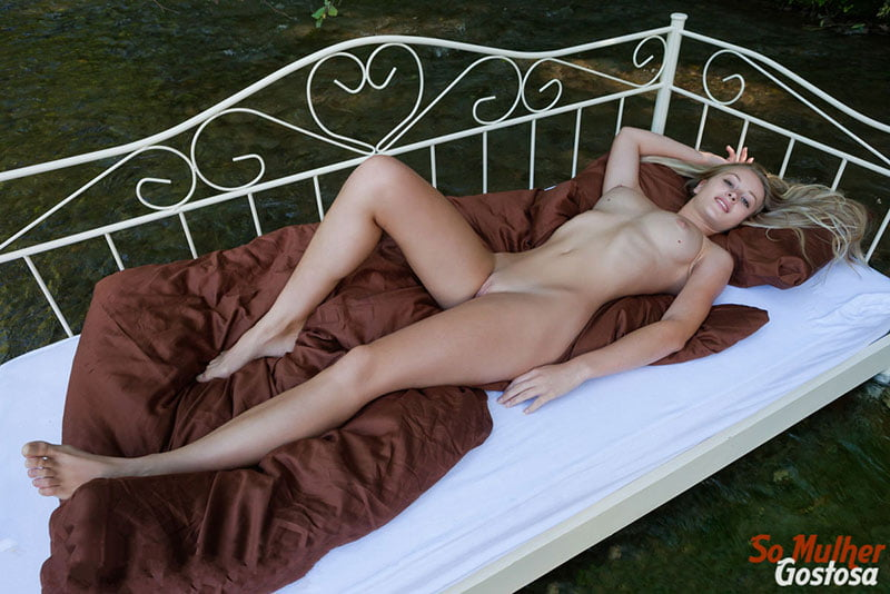 Carisha Russa gostosa nua pelada