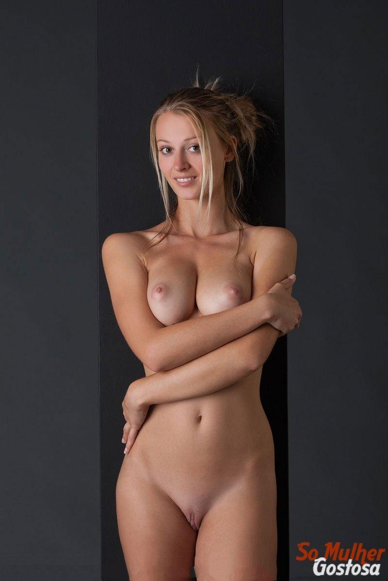Carisha Russa gostosa nua pelada mostrando a buceta 05