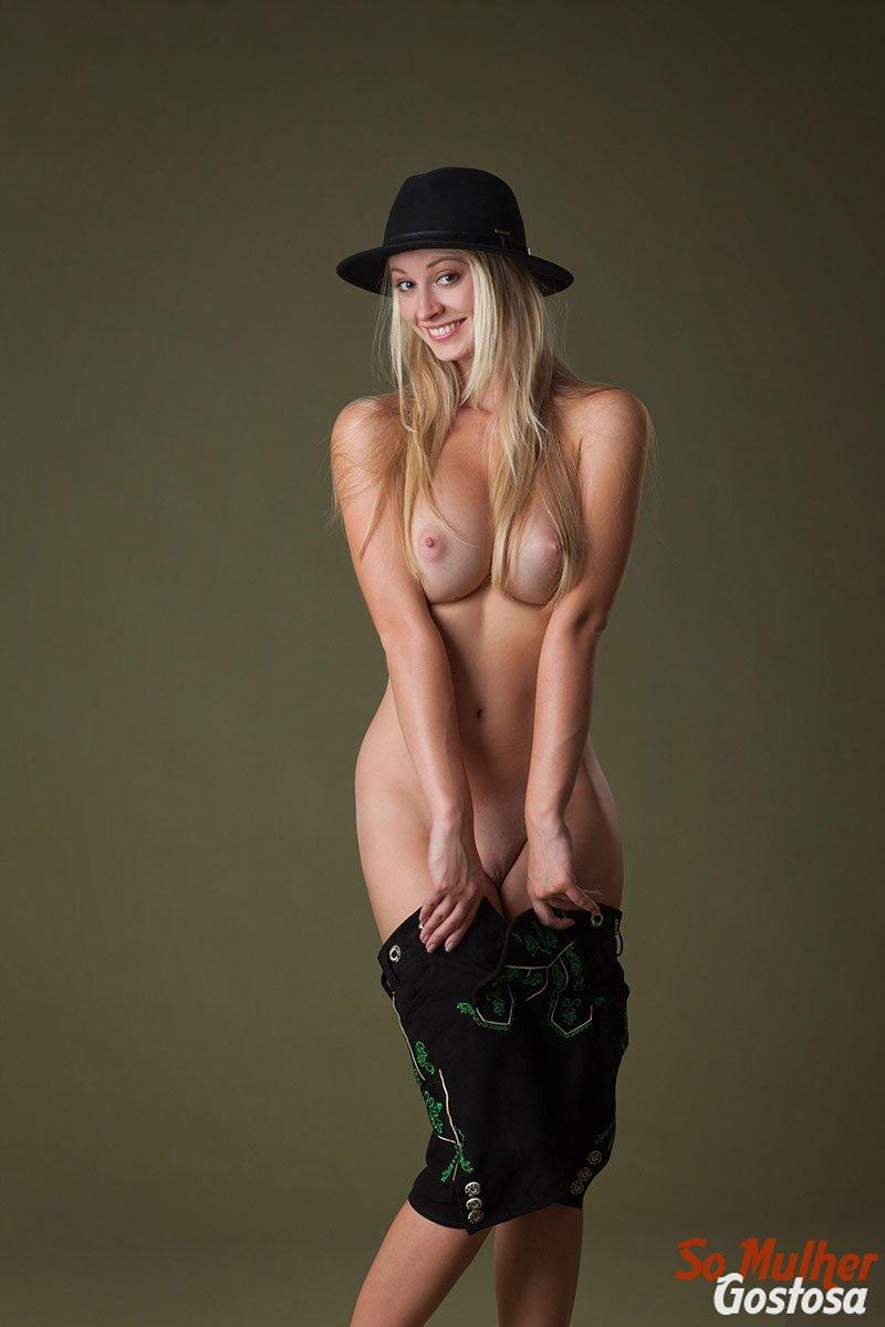 Carisha Russa gostosa nua pelada mostrando a buceta 07