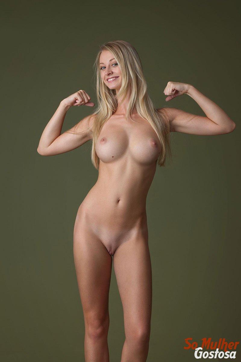 Carisha Russa gostosa nua pelada mostrando a buceta 08