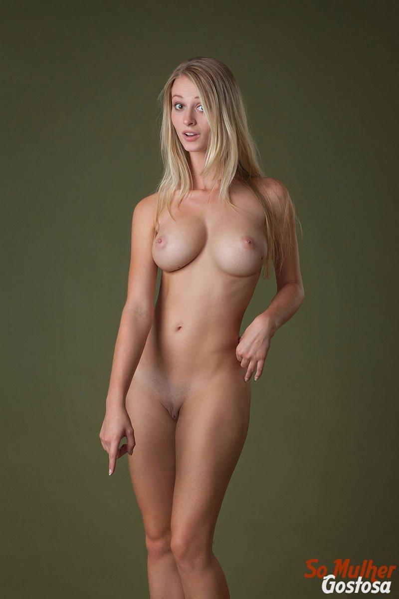 Carisha Russa gostosa nua pelada mostrando a buceta 10