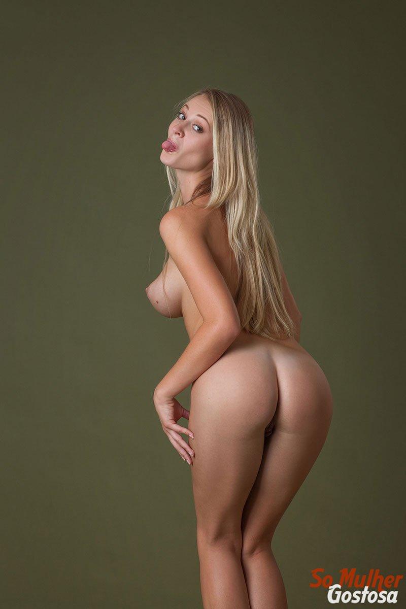Carisha Russa gostosa nua pelada mostrando a buceta 11