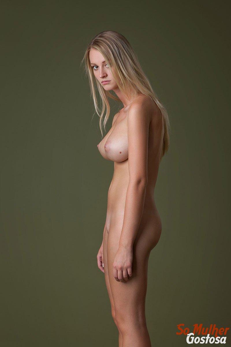 Carisha Russa gostosa nua pelada mostrando a buceta 12