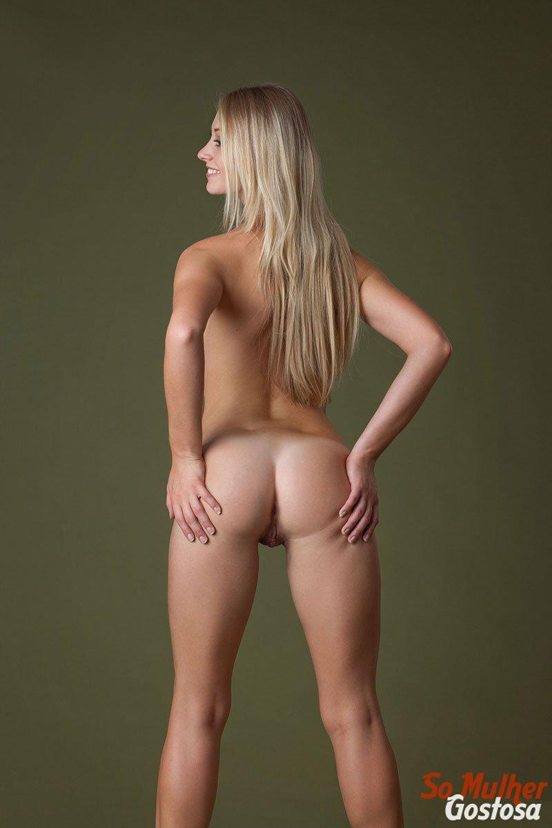 Carisha Russa gostosa nua pelada mostrando a buceta 13