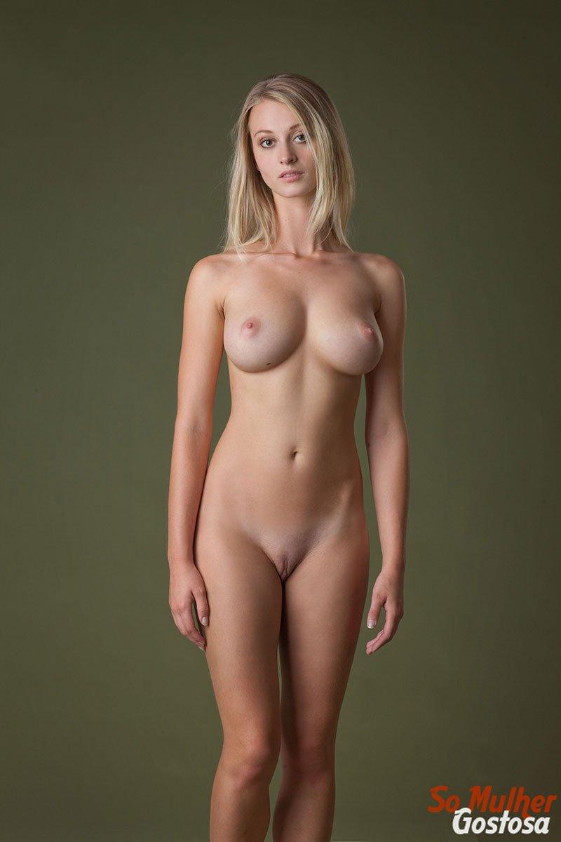 Carisha Russa gostosa nua pelada mostrando a buceta 14