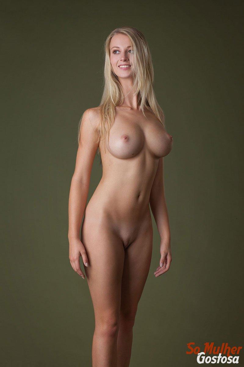 Carisha Russa gostosa nua pelada mostrando a buceta 16