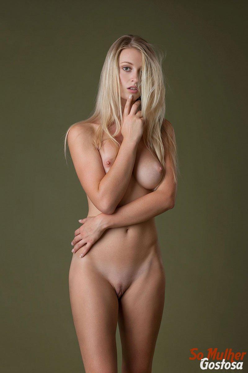 Carisha Russa gostosa nua pelada mostrando a buceta 18