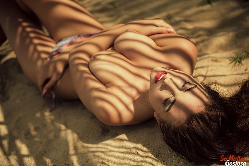 Niemira novinha muito gostosa nua pelada na praia 05