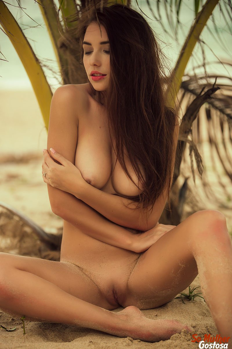 Niemira novinha muito gostosa nua pelada na praia 18